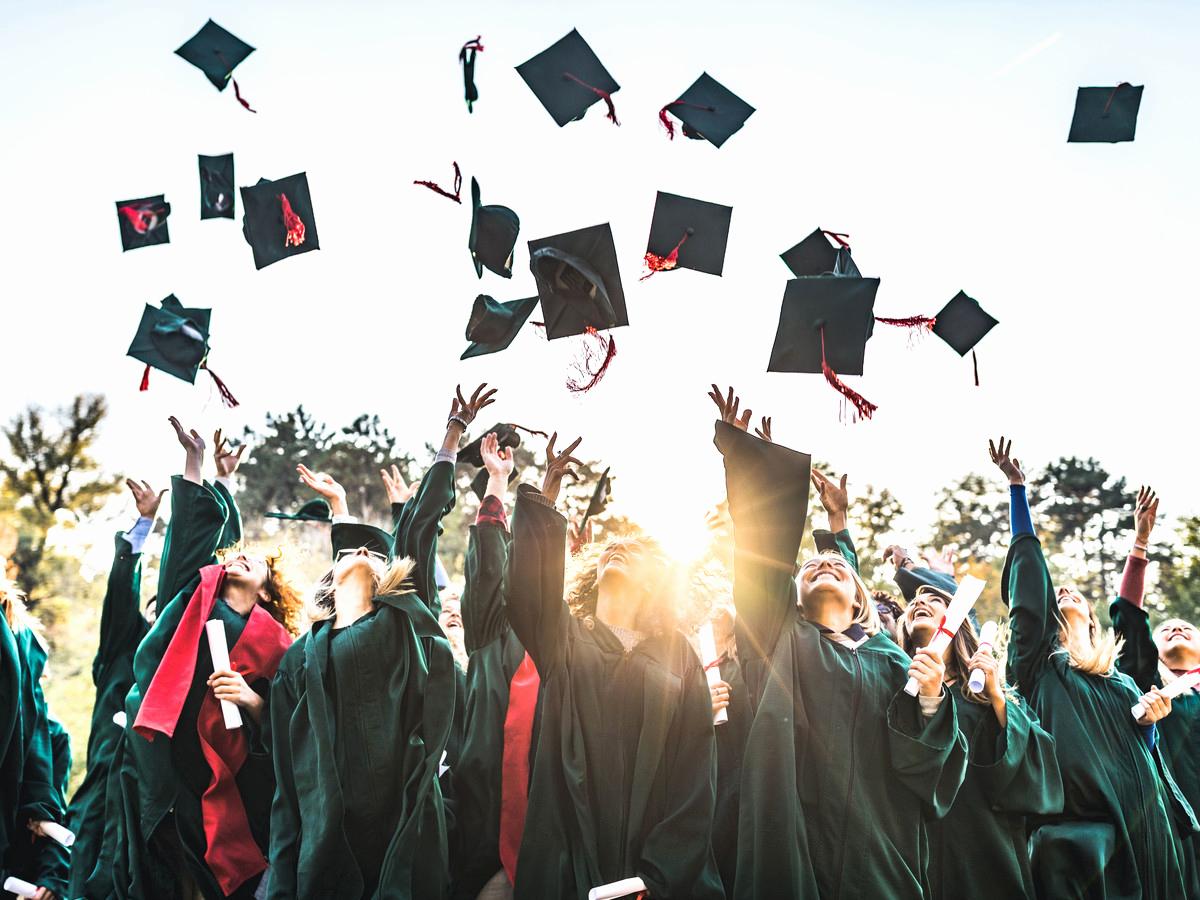 High School Graduation Invitation Etiquette Lovely Never Make these Graduation Etiquette Mistakes southern